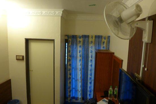 Camellia Budget Inn: room