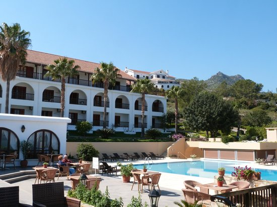 Onar Holiday Village: Outdoor pool area and overlooking rooms.