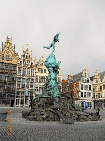 Grote Markt van Antwerpen: Brabo Fountain