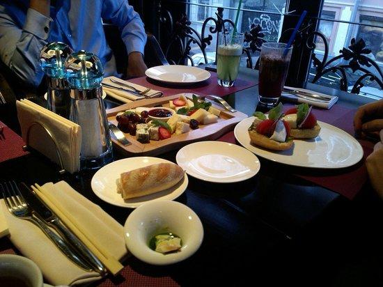 Twenty Two: Dinner, cheese plate