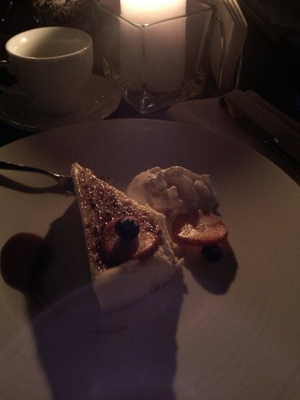 Twenty Two: Cheesecake with vanilla icecream. Fantastic!