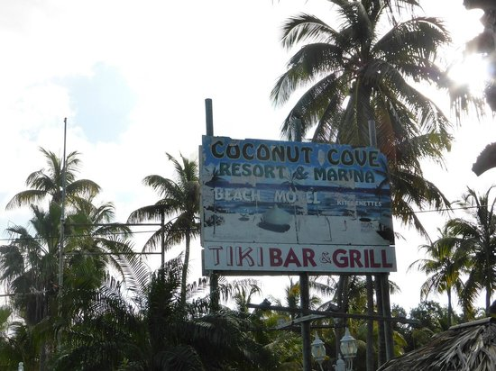 Coconut Cove Resort and Marina: Fading sign!