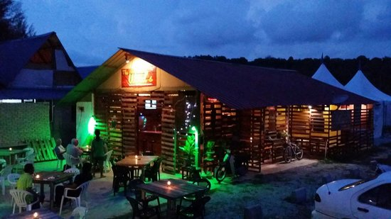 The Wood's Kitchen & Bar Langkawi: The Wood's Kicthen And Bar new look...