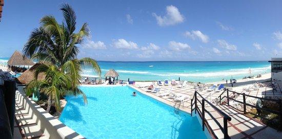 Hotel Yalmakan: Pool area
