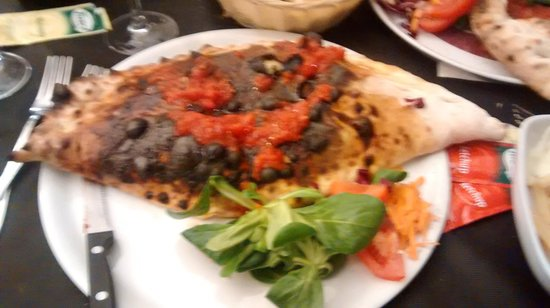 Ristorante Pizzeria Nazionale : Burnt calzone