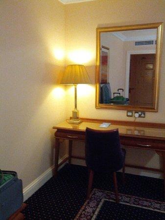 Park House Hotel: desk