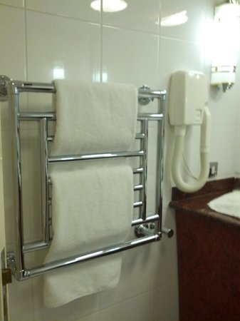 Park House Hotel: towel warmer accommodated 3 towels