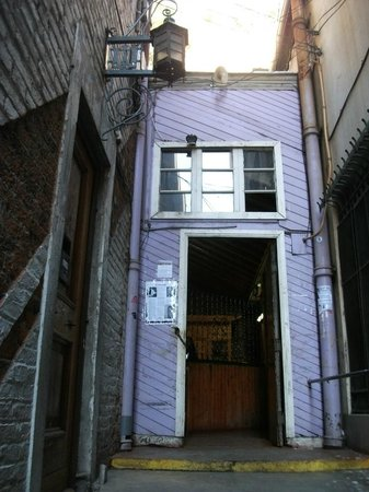 Ascensor Concepcion: Lower entrance