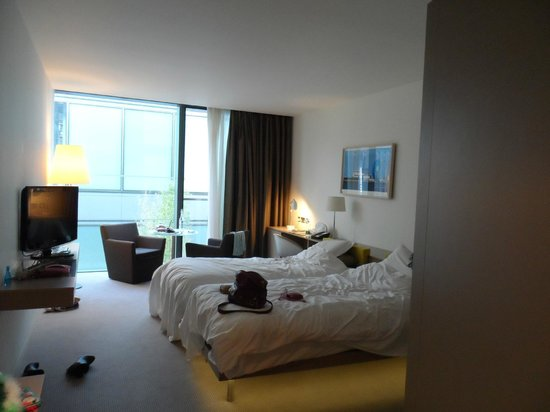 The Gibson Hotel: The rooms were bright and spacious