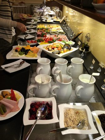 BEST WESTERN PREMIER Kaiserhof Wien : 朝食