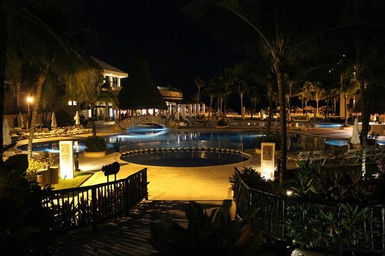 Catalonia Riviera Maya : Yucatan pool area at night