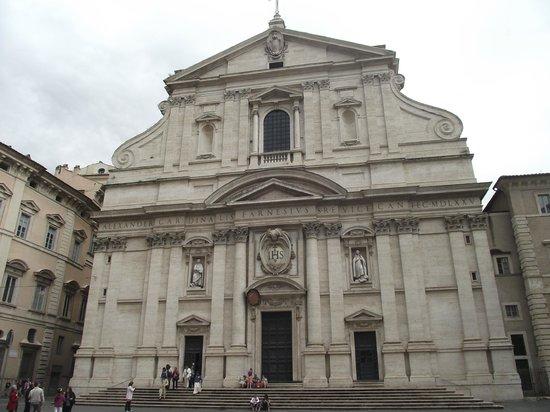 Chiesa del Gesù: Fachada da Igreja de Jesus em estilo barroco