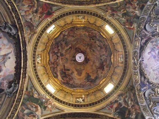 Chiesa del Gesù: Cúpula da igreja, trabalho de Giovan Battista Gaulli.