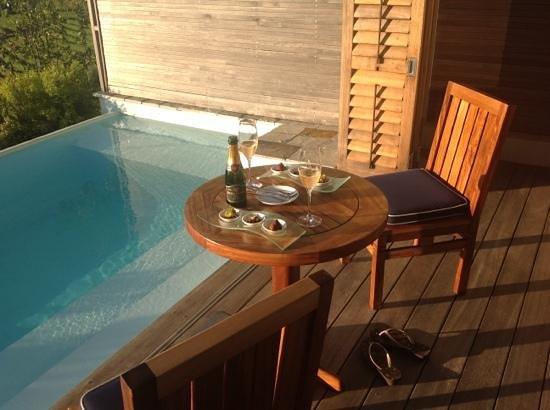 Delaire Graff Estate - Lodges and Spa: Am Abend gibt es einige Leckereien und Champagner, Lecker