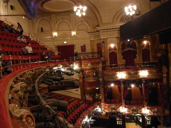 Billy Elliot The Musical: 劇場