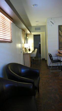 Desert Riviera Hotel : Dressing area VIP suite
