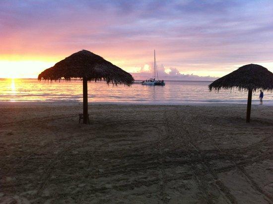 Beachcomber Club: Kvällsutsikt från hotellet