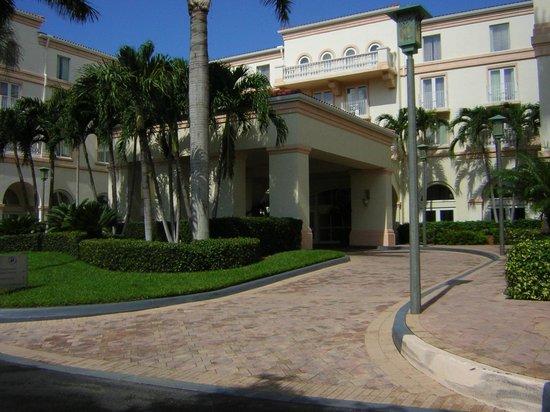 Hilton Naples: front entrance - under cover -