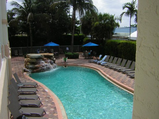 Hilton Naples : great pool, restfull place with plenty of sunbeds