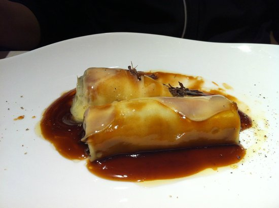 Caldeni : Oxtail canelones (we should have ordered 2 portions)