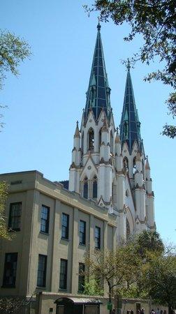 Cathédrale Saint-Jean-Baptiste : Cathedral of St. John the Baptist     222 East Harris Street, Savannah, GA 31401