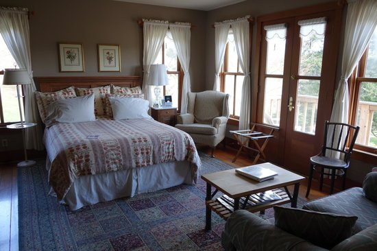 Turtleback Farm Inn: Our room