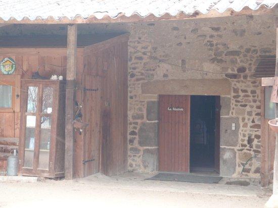 Les Gites de Bord : main entrance of large barn to gîte