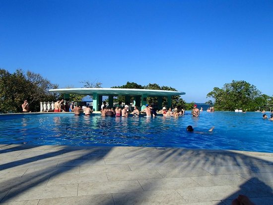 Iberostar Rose Hall Beach Hotel : Bar piscine