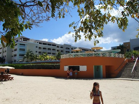 Iberostar Rose Hall Beach Hotel : Bar plage