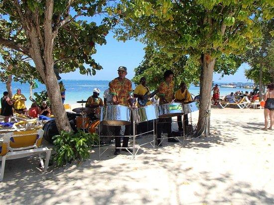 Iberostar Rose Hall Beach Hotel : Musiciens