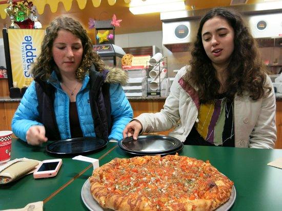 Mariposa Pizza Factory: Basil and tomato pizza. Surprisingly good!
