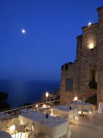 Gibo: Terrazzo Ristorante sul mare.