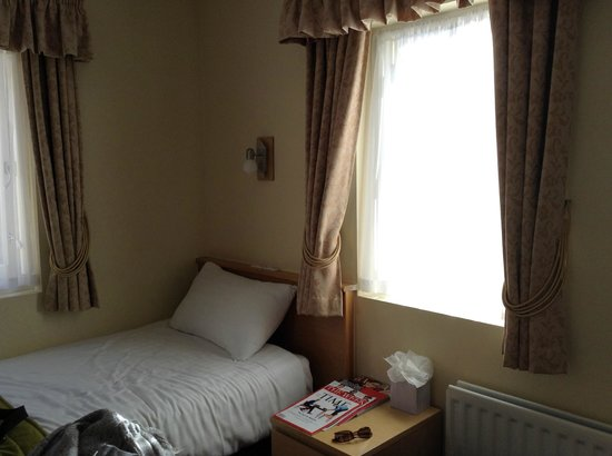 The Darlington Hyde Park: My bright and pleasant room.