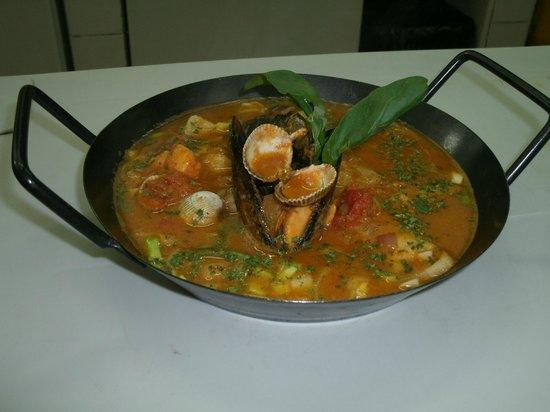 La Roca Restaurant Caribbean Grill: Spa de pescado y mariscos
