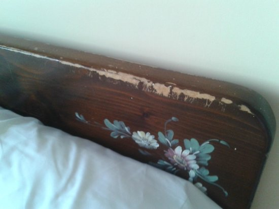 Sultanahmet Hotel : Headboard, no comments