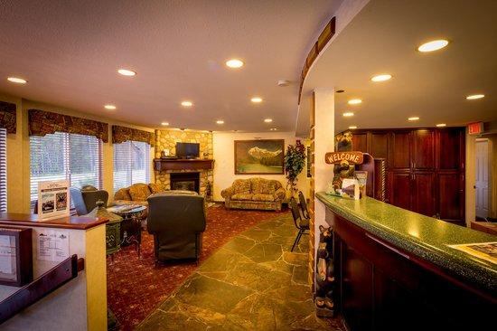Mount Robson Inn : Reception Lobby