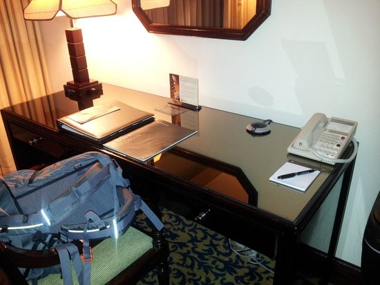 InterContinental Hotel Muscat: At last a desk you can work at