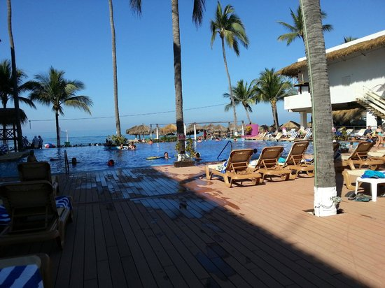 Crown Paradise Club Puerto Vallarta: the pool