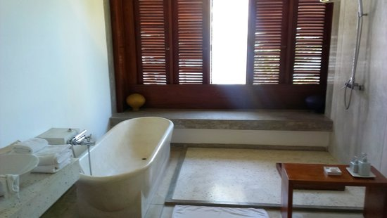 The Frangipani Tree by Edwards Collection : Bathroom in Olive Ridley room