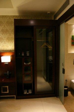 The Acacia Hotel & Spa Goa: Good Wardrobe