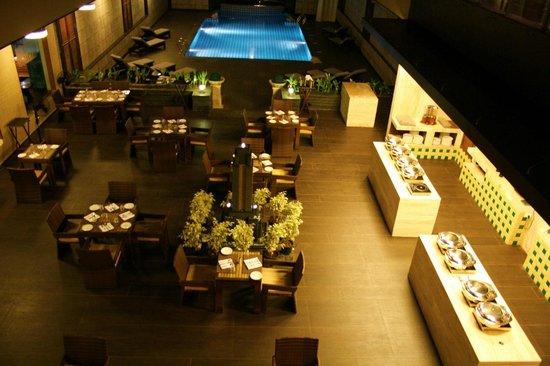 The Acacia Hotel & Spa Goa: Poolside