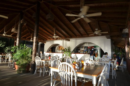 Splash Inn Dive Resort: dining patio