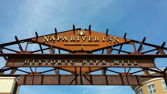 Napa River Inn at the Historic Napa Mill : Entrance to the hotel