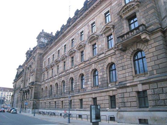 Albertinum: Fine facade