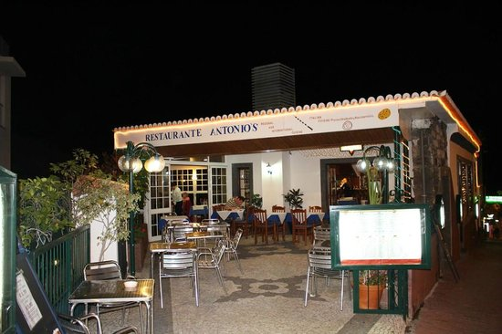 Antonio's : Outside View in the night