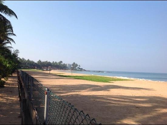 Pandanus Beach Resort & Spa: beach location