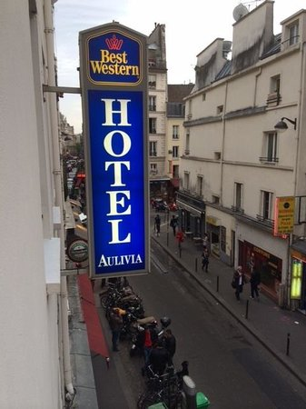 BEST WESTERN Aulivia Opéra : View of the Rue Des Petites Ecuries from 2nd floor