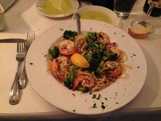 Vitorios Ristorante: Shrimp & Broccoli on Linguini