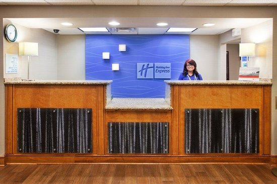 Holiday Inn Express & Suites Kimball: Front Desk