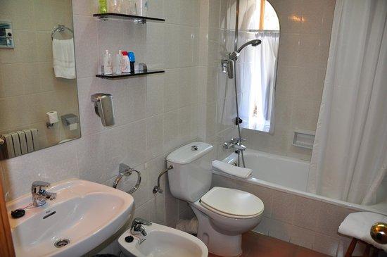 Hotel Vall De Nuria: baño